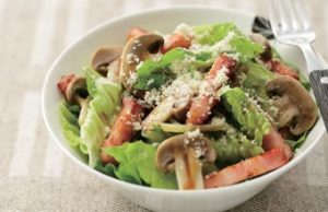 ロメインレタスとベーコンのサラダ